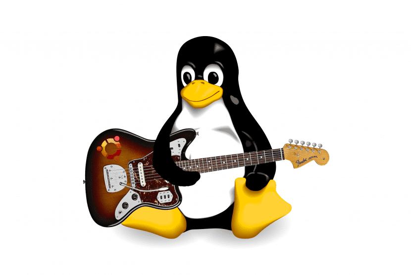 Tux tocando la guitarra