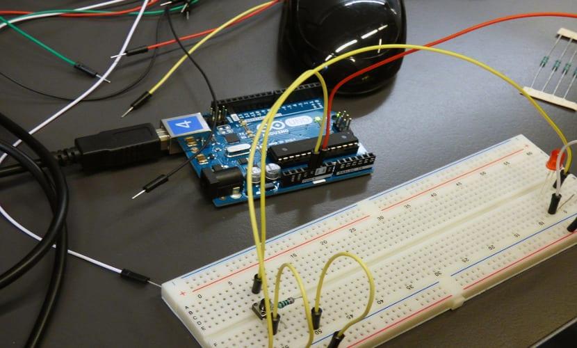 Desarrollo de un programa con Arduino IDE y la placa Arduino UNO